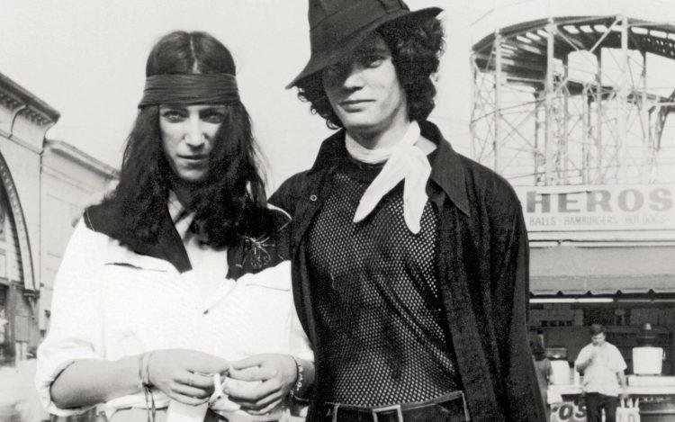 Just Kids kitabının yazarı Patti Smith, sol, ve fotoğraf sanatçısı Robert Mapplethorpe, sağ, 1969, Coney Island, New York.
