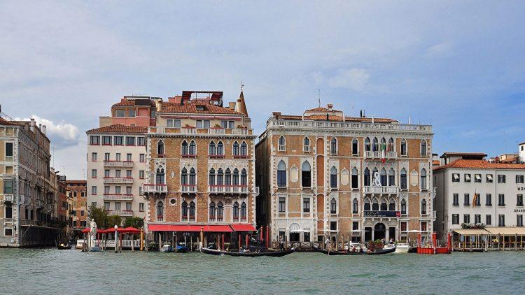 Venedik Mimarlik Bienali'nin Ca' Giustinian genel merkezi.