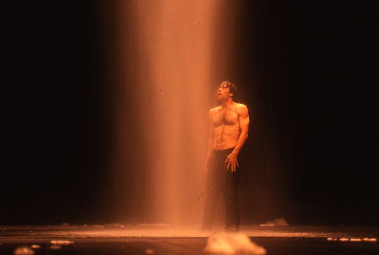 Nefes gösterisinin 2003'teki performansı.