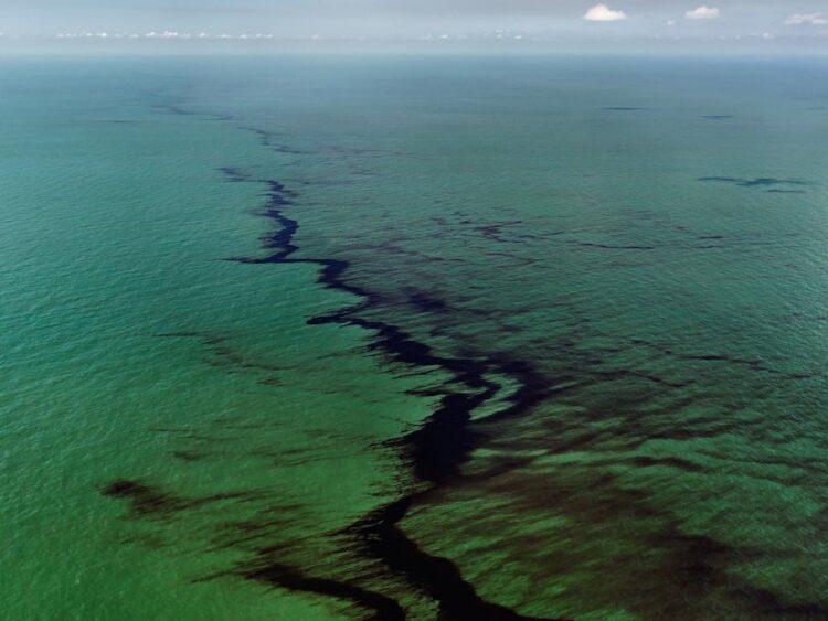 Meksika Körfezi petrol sızıntısı. Edward Burtynsky:Howard Greenberg and Bryce Wolkowitz Galleries:Nicholas Metivier Gallery